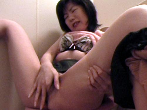 素人 - 個室トイレ、マジいきオナニー vol2 エロAV動画 Hey動画サンプル無修正動画