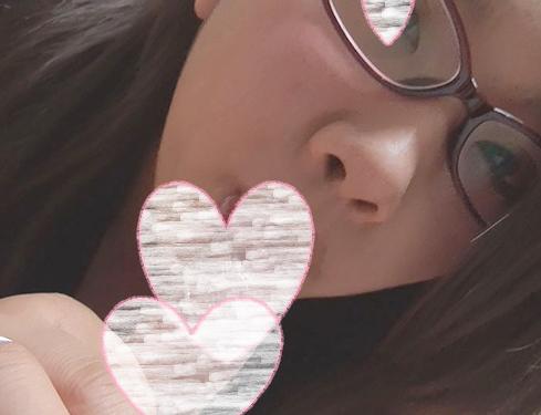 [個人撮影]地味目な女の子のめちゃくちゃ気持ちのいいチンポ舐め。この娘ならめがねも◎[素人]