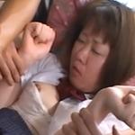 上村アスカ 嫌がる彼女にゴム外して生中出し!アナル綿棒、洗濯ばさみクリトリス攻めで絶叫!
